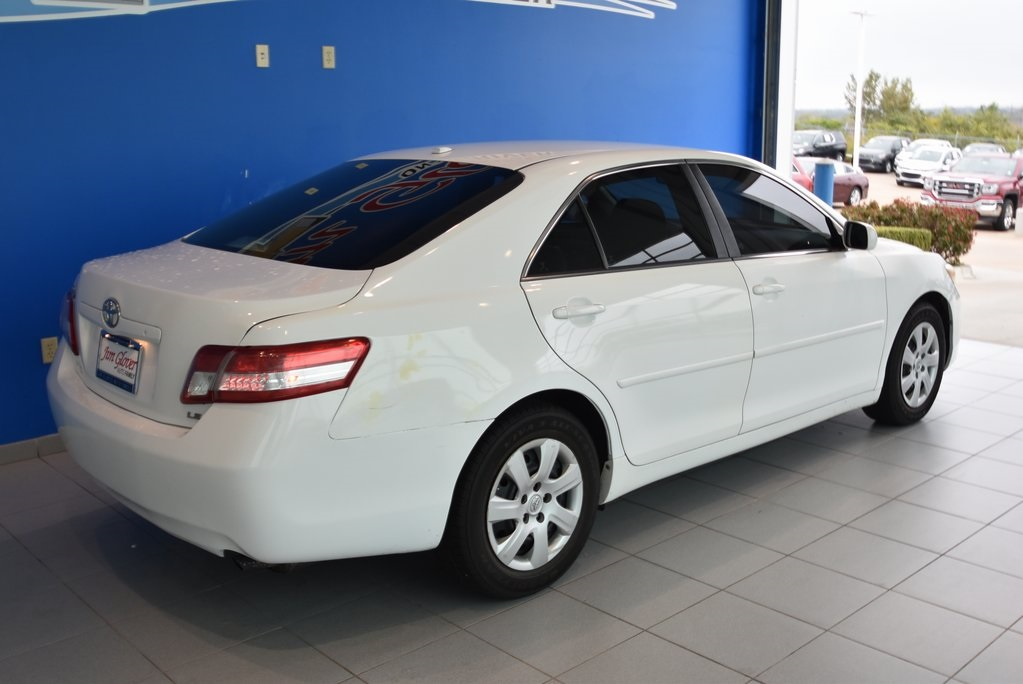 Pre-Owned 2011 Toyota Camry SE